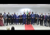 Prefeito eleito e vereadores são empossados em cerimônia no Fórum