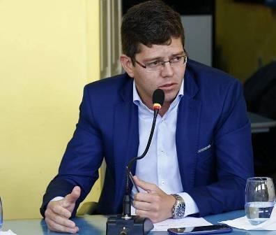 Vereador Pedrinho Ferreira solicita do Executivo Municipal serviços de Terraplenagem e tapa buraco na Rua Nelson Camilo